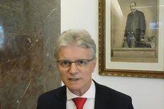 Kalouskův poslanec Pavera: Hypotéky budou jen pro bohaté. A jak jsme na tom se zadlužeností?