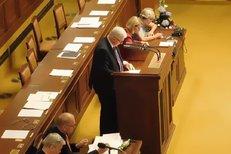 Guvernér Rusnok ve Sněmovně: Benevolentní rozdávání hypoték musí skončit