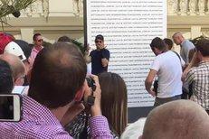 Jeremy Renner přijel do Karlových Varů se zraněnýma rukama