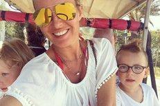 Simona Krainová s dětmi na dovolené