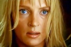 Uma Thurman ve filmu Kill Bill (píseň Goodnight Moon od skupiny Shivaree)