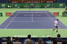SESTŘIH: Bitvu legend ovládl Federer. V Šanghaji porazil Nadala a slaví 94. turnajový triumf