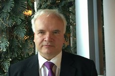 Europoslanec Pavel Svoboda (KDU-ČSL) stojí v čele politiků, kteří bojují za konec střídání letního a zimního času. Na Evropskou komisi má zatlačit rezoluce, národní vlády se jinak nepohnou