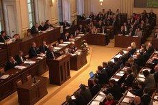 Hádky ve Sněmovně: Hrozí koalice ANO, KSČM a SPD, varovala opozice