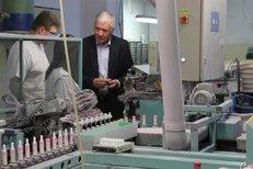 Vratislav Kulhánek, prezidentský kandidát, na návštěvě továrny Brisk.