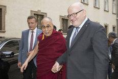 Exministr Herman o dalajlamovi, kauze Brady i zesnulých Vlkovi s Havlem
