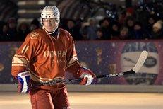 """Vladimir Putin ovládl hokejovou plochu. Góly střílel """"levou zadní"""""""