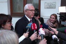 Jiří Drahoš věří, že se v druhém kole voleb střetne s Milošem Zemanem