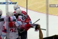 Sparta - Pardubice: David Tomášek přebruslil celé hřiště a přesně zamířil, 2:4