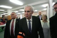 Zeman ve volební místnosti: Před 5 lety proti mě stál politik, teď ne