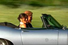 Kam jedou? Princ Harry a jeho Meghan po svatbě naskočili do luxusního jaguáru!