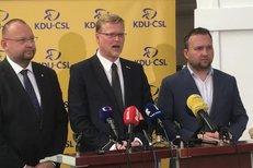 """""""Jde o vytřískání politického zisku."""" Lidovci kvůli zdanění církevních restitucí šijí do """"vlády"""" KSČM, ANO a ČSSD"""