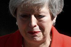 Slzy a silné dojetí britské premiérky. Mayová emotivně oznámila rezignaci