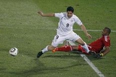 Luis Suaréz nasimuloval penaltu v zápase proti JAR