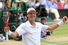 Vítězný míček Tomáše Berdycha, který mu zajistil postup do finále Wimbledonu