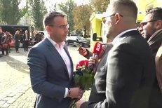 Ministr Kremlík na Gotta předběhl tisíce lidí: Až na Žofín autem a místo práce!