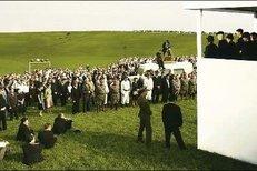 Takhle vznikal obrovský dav při natáčení filmu Lidice.