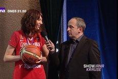 Takhle učily stříbrné basketbalistky střílet na koš populárního moderátora Jana Krause