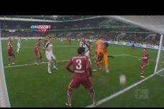 Edin Džeko dal sice jen jeden gól, ale vedení německé bundesligy mu připsalo dva