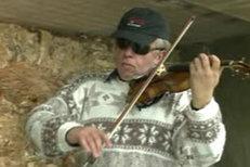 Houslový virtuos Svěcený hrál na housle ve stanici Můstek