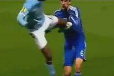 Mario Balotelli se nechal hloupě vyloučit a Manchester City v Evropské lize končí