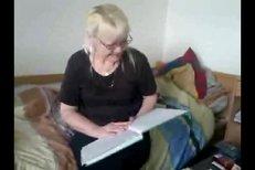 Hana Brejchová sestra slavnějšá Jany, předčítá báseň.