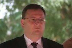 Premiér Petr Nečas slyšel v Iráku příšerné podání české hymny