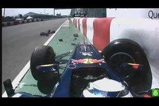 Suverén letošní sezony Formule 1 Sebastian Vettel boural.