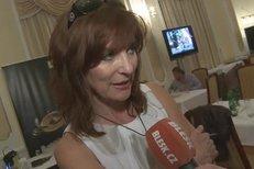 Beata Rajská předvedla novou kolekci, pochválila výběr šatů Livie Klausové nebo Judy Dench