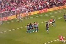 Fantastická trefa Wayna Rooneyho z přímého kopu proti Arsenalu