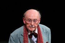 Lubomír Lipský přežil své bratry. I když se z nich narodil nejdříve. Skvělý herec a komik zesnul tento pátek.