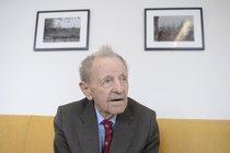 Milouš Jakeš (95) poprvé vynechal První máj. Zjištění Aha!: Je po úrazu!