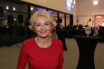 Veronika Žilková v novém seriálu Kameňák: Stará panna a tři její muži!