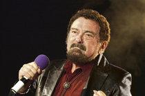 Písně Matušky rozezní hudební sály, snad jim nebude chybět jeho charismatický hlas.