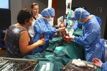 Během natáčení jsou přítomni skuteční lékaři.