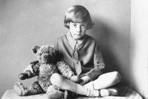 Kryštůfek Robin, syn autora známého pohádkového příběhu: Medvídek Pú  mu zničil dětství! Doživotní TRAUMA!
