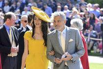 George Clooney s manželkou, kterou obřad zřejmě vůbec nebral..