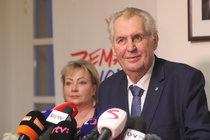 Opozice se zlobí: Je to Zemanův nátlak!