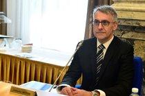 Ministr studuje svou diplomku: Babiš hájí Metnara!