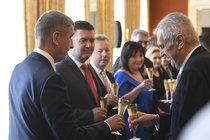 Zeman si jmenoval kabinet, pak letěl ženit protokoláře: Na »Miladu« máme vládu!