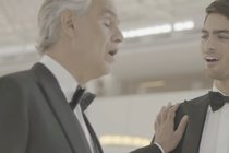 Světoznámý tenorista Andrea Bocelli (60): Vystřihl duet se synem (20)