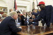 Trapas rappera Kanyeho Westa u Trumpa: Tohle svět neměl vidět!