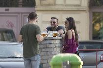 Muzikálové hvězdy u Pohlreicha: Auta za miliony a pivo na chodníku!