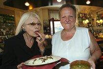 Slavnou kuchařku Čirinu pohřbili: Vařila pro Clintonovou i pro Havla