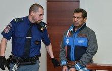 Znásilnil ženu, pak se ji pokusil utopit a zabít. Recidivista Jozef Giňa (54) si za to teď odsedí 16 let vězení. Vrchní soud v Praze mu včera snížil trest o dva roky.