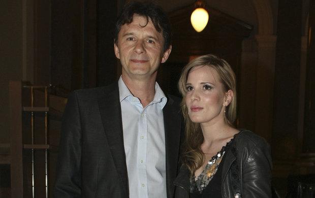 Již dříve je práce spojila a nedávno se mu podařilo po letech smanželkou znovu natáčet. Televize Barrandov Jana Šťastného (52) a jeho manželku Barboru Petrovou Šťastnou (32) obsadila do nového pořadu Rodinné vztahy, ve kterém Šťastný pocítil manželskou krizi.