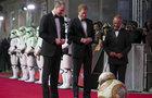 William a Harry na premiéře Star Wars: Princové nesmí vyčnívat!