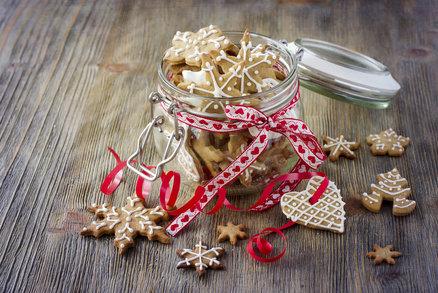 Víte, kdy péct perníčky? Kdy je ten správný čas, aby se do Vánoc rozležely? A co linecké nebo vanilkové rohlíčky? Bez talíře či tácu plného naskládaného cukroví si snad ani vánoční svátky neumíme představit. Není ale důvod se stresovat. Prozradíme vám, kdy je ten správný čas pustit se do pečení jednotlivých druhů.