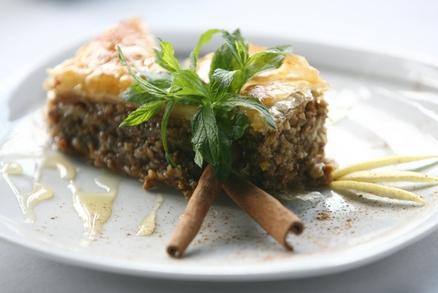 Baklava je sladká oříšková pochoutka, kterou si oblíbíte