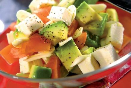 Salát z avokáda a rajčat